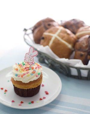 Hot Cross Buns and Easter Cupcakes