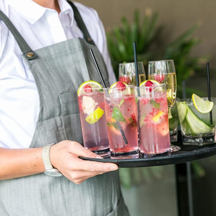 Food & beverage waiter