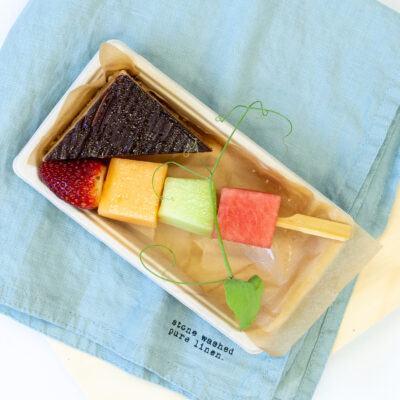 Duo pack B – Assorted cake + Fresh fruit skewer